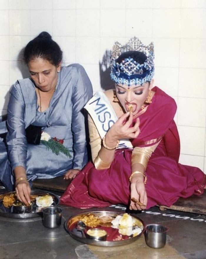 aishwarya rai taking a meal with mother