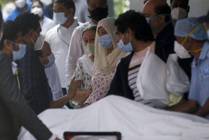 saira banu reaction on seeing dilip kumar dead body